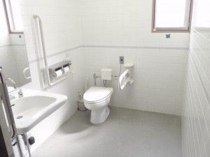 車椅子利用者用トイレ