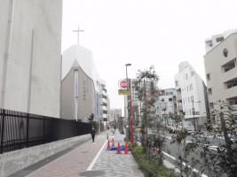 池袋駅がわから見た教会です
